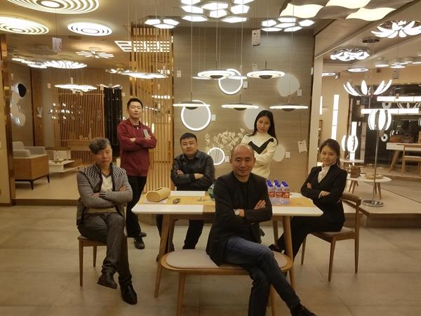 庆溢照明吴泽平总经理和庆溢验收团队及经销商王总合照